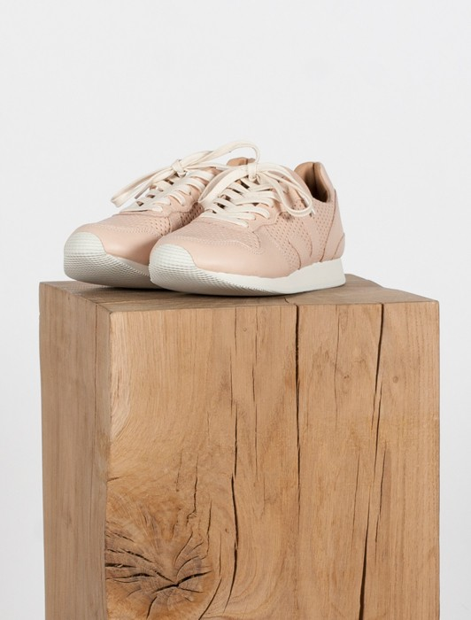 HOLIDAY LOW TOP LEATHER MAT PERF NUDE NUDE