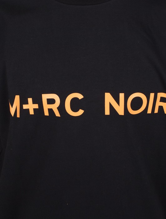 M+RC BLACK FRONT LOGO TEE